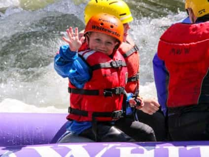 close-up-boy-rafting