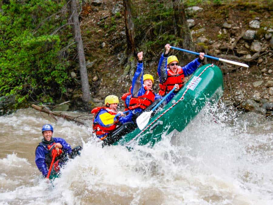 rafting-going-through-rapid