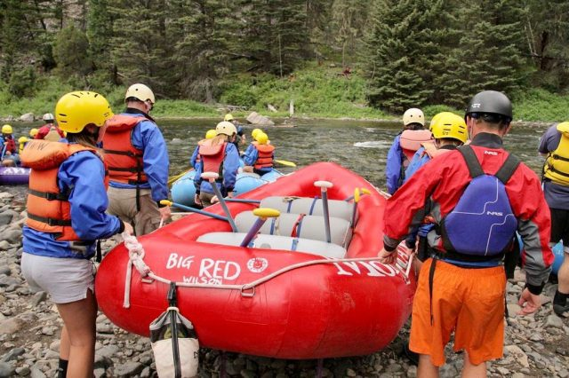 Alone we can do so little. Together we can do so much.❤️#mtwhitewater #montanawhitewater #rafting #montanarivers #teamwork #togetherwearestronger #takemetotheriver